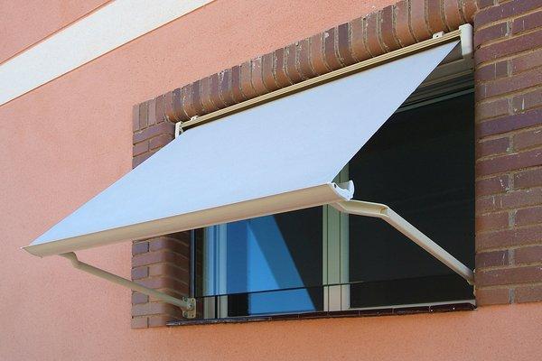 Toldos para ventanas en sevilla toldos for Carriles de aluminio para toldos